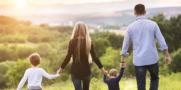 3 bước để nuôi dạy con tích cực: Phản hồi (A.C.T: Thừa nhận, Kết nối, Dạy) thay vì Phản ứng